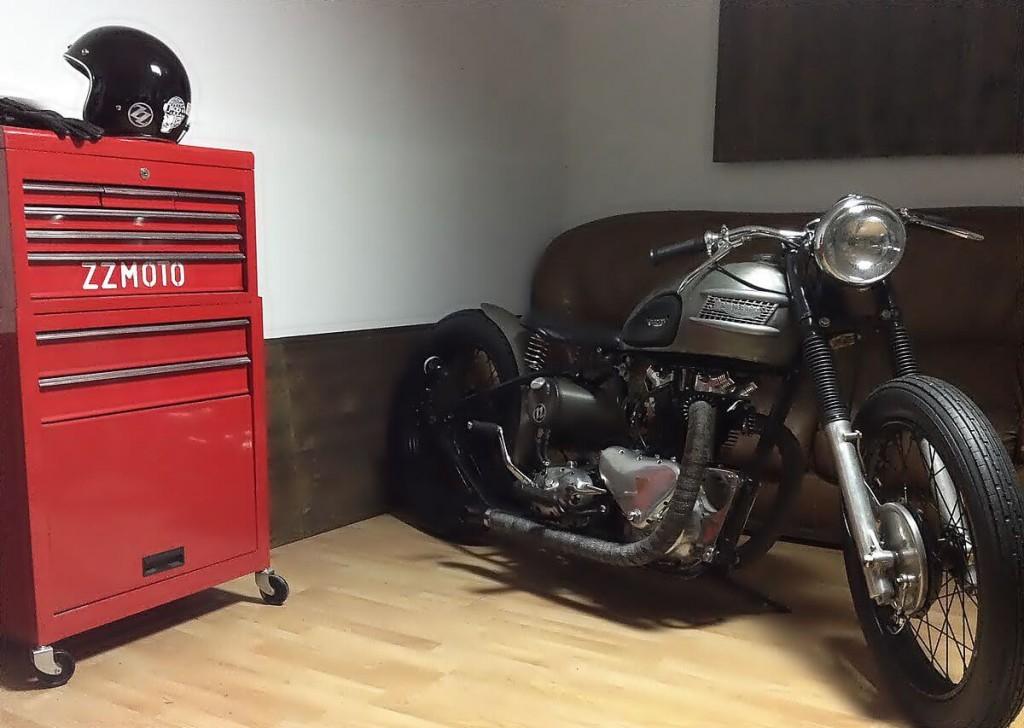 Triumph T100 Bobber